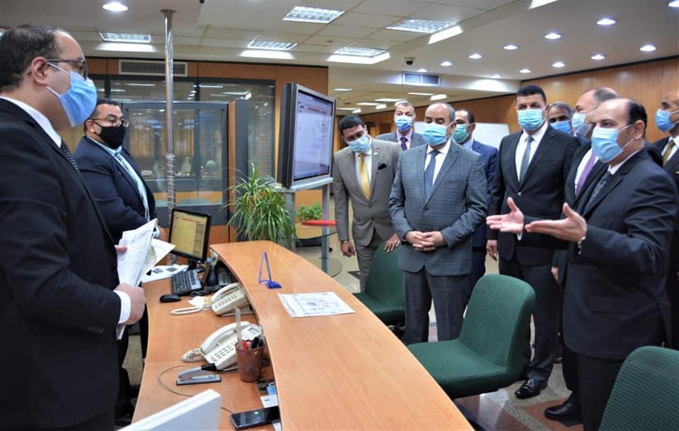 وزير الطيران ووفد منظومة الشكاوى الحكومية يتفقدو مركز خدمة العملاء 4