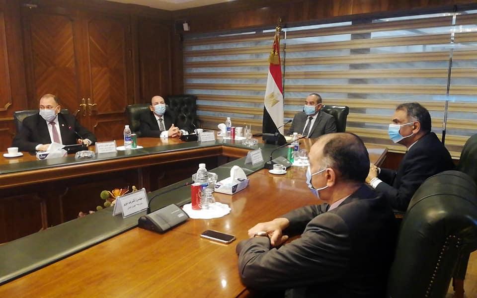 وزير الطيران ووفد منظومة الشكاوى الحكومية يتفقدو مركز خدمة العملاء