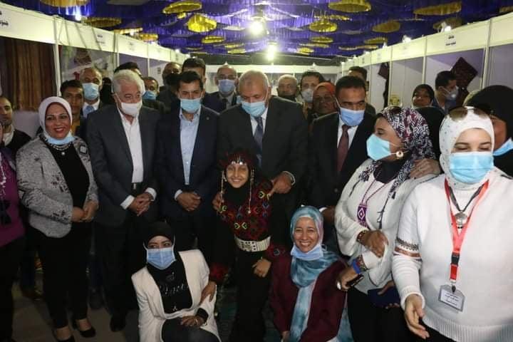 الشباب والرياضة يفتتح معرض المنتجات الحرفية واليدوية والتراثية بشرم الشيخ2