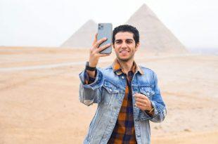 النجم المصري العالمي مينا مسعود يزور الأهرامات