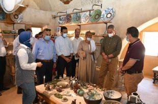 محافظ الفيوم ورئيس هيئة تنشيط السياحة يتفقدان مدرسة الخزف والفخار بتونس